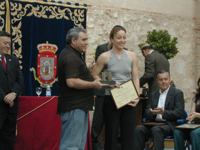 CN Alarcos PREMIOS PMD 2004 003 premio a patricia por su trayectoria